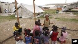 很多海地地震災民仍住在帳篷中。