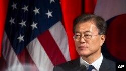 Presiden Korea Selatan Moon Jae-in memberikan sambutan pada acara jamuan makan malam yang diadakan oleh Kamar Dagang AS dan Korsel di Washington D.C, 28 Juni 2017.