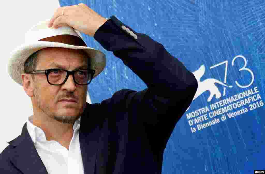 """کارگردان گابریل موچینو با فیلم """"L'Estate Addosso"""" در جشنواره ونیز."""