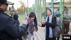 """جمع آوری زنان """"معتاد متجاهر"""" در محله هرندی تهران"""