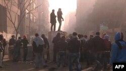 Protestuesit përleshen me policinë në Kajro