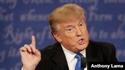 Ứng cử viên đảng Cộng hòa Donald Trump trong cuộc tranh luận tổng thống tại Đại học Hofstra ở Hempstead, New York, 26/9/2016.