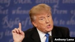 Kandida a la prezidans Pati Repibliken an, nan premye deba li avèk Hillary Clinton nan Inivèsite Hofstra, nan vil Hempstead, Eta New York. Dat: 26 septanm 2016.