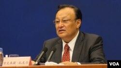 新疆维吾尔自治区主席雪克来提·扎克尔谈新疆发展与暴恐(美国之音 东方 拍摄 2015年9月24日)