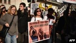 Para aktivis Australia melakukan unjuk rasa, menyerukan perlakuan lebih manusiawi terhadap migran di Pulau Nauru (foto: dok).