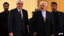 伊朗外长扎里夫在德黑兰欢迎德国外长施泰因迈尔(2015年10月17日)。