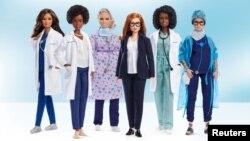 مٹیل کمپنی نے برطانیہ کی آکسفرڈ یونیورسٹی کی پروفیسر اور ایسٹرازینیکا ویکسین کی شریک تخلیق کار سارہ گلبرٹ سمیت پانچ دیگر خواتین کی باربی ڈول تیار کی ہیں یہ خواتین ہیلتھ کیئر کے شعبے میں ماہر ہیں اور انہوں نے کرونا وبا کے دوران بہترین کارکردگی کا مظاہرہ کیا ہے۔