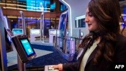 土耳其伊斯坦布尔机场使用的人脸识别扫描仪器(2019年10月16日)。