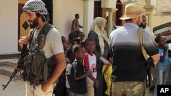 لیبیا: قذافی کے آبائی قصبہ میں شدید لڑائی جاری