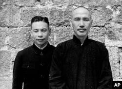 历史照片:蒋经国及其父亲蒋介石总司令在湖南(1941年11月29日)