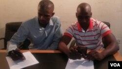 Amalunga enhlanganiso yeCitizens Under Bondage akhuluma lentathelizindaba eHarare. (Photo: Mlondolozi Ndlovu)