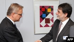 Evropski komesar za ekonomska i monetarna pitanja, Oli Ren i madjarski izaslanik za pregovore sa EU, Tamaš Felegi u Briselu, 20. januar 2012.
