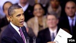Presiden Barack Obama menjelaskan rencana kemudahan untuk pembiayaan kembali KPR di Falls Church, Virginia (1/2).