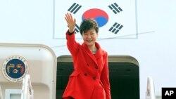 Bắc Triều Tiên gọi Tổng thống Nam Triều Tiên Park Geun-hye là một bà nhà quê 'lắm mồm'.