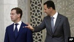 Serokê Sûrî Beşar El Esed, rast, û Serokê Rûsî Dmitrî Medvedev (erşîv).