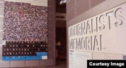 Đài Tưởng niệm Các Nhà báo ở Newseum ghi danh gần 2.300 nhà báo thiệt mạng khi tác nghiệp kể từ năm 1837.
