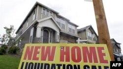 Znak za prodaju zaplenjene kuće u Hepi Veliju u Oregonu.