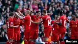 Pemain Liverpool Luis Suarez merayakan gol kedua Liverpool ke gawang Cardiff (21/12). Liverpool kini memimpin Liga Premier dengan 36 point dari 17 pertandingan.
