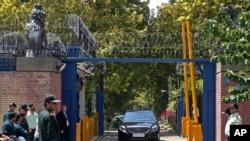 다시 문을 연 이란 테헤란 주재 영국대사관 입구