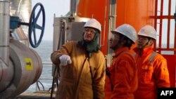 В Китае начинается монтаж огромной нефтепромысловой платформы