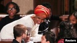 新国会的众议员首次在众议院会议厅开会,新科众议员奥马尔到场。(2019年1月3日)