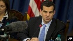 امریکی انڈر سیکرٹری فار ٹیررزم اینڈ فنانشل انٹیلی جنس ایک پریس کانفرنس میں(فائل)