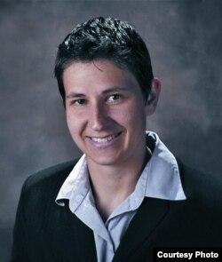 西新英格蘭大學法學院教授艾琳·巴祖維斯。