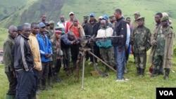 Members of the Nyatura militia at Mushake in eastern DRC, Nov. 2012. (Nick Long/VOA)