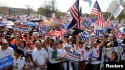 Algunos líderes sindicales aseguran que todos los indocumentados deberían tener derecho a solucionar su situación migratoria en EE.UU.