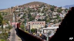 Граница между городами Ногалес, Аризона (США) и Ногалес, Сонора (Мексика), 9 апреля 2018 года