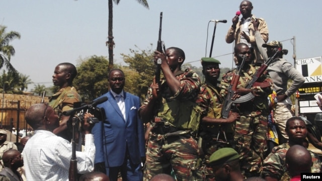 Central African Republic President Francois Bozize, center, addresses supporters, anti-rebel protesters, Bangui, Dec. 27, 2012.