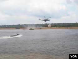 俄军去年夏季在离莫斯科300多公里远的奥卡河上举办军事比赛活动,同时表演渡河登陆作战。