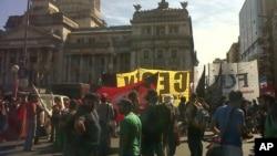 Varias protestas se registraron frente al Congreso argentino en Buenos Aires tras la expropiación de Repsol-YPF.