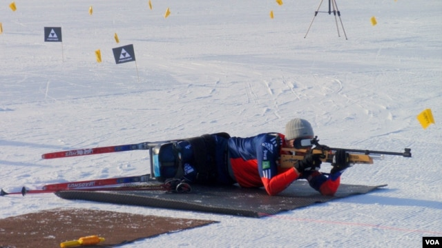 U.S. Paralympic National Team member Sean Halsted competes in the biathlon, which combines cross country skiing and target shooting. (VOA/T.Banse)