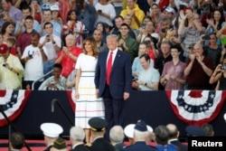 Predsednik SAD Donald Tramp i prva dama Melanija Tramp tokom proslave Dana nezavisnosti (Foto: AP)