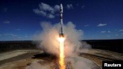 Roket Soyuz diluncurkan dari kosmodrom baru Vostochny membawa tiga mikrosatelit ke orbit hari Kamis (28/4).