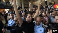 """Pro-palestinski aktivisti na aerodromu """"Ben Gurion"""" kod Tel Aviva, 8. jul 2011."""