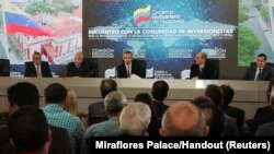 Venezuela's Vice President Tareck El Aissami (C) speaks during a meeting with bondholders and their representatives in Caracas, Nov. 13, 2017.