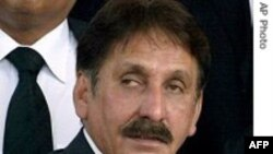Cựu chánh thẩm Chaudhry được quyền khiếu tố