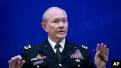 22일 중국 베이징에서 중국인민해방군 팡펑후이 총참모장과 회담 뒤, 공동 기자회견을 가진 마틴 뎀프시 미국 합참의장.