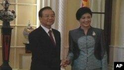 中國總理溫家寶星期三與泰國總理英祿舉行會談(視頻截圖)