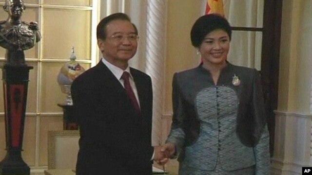 Thủ tướng Thái Lan Yingluck Shinawatra và Thủ tướng Trung Quốc Ôn Gia Bảo tại Bangkok.