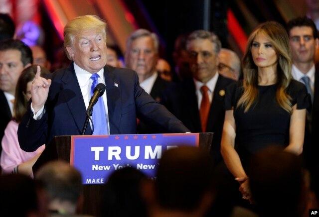 Ứng cử viên tổng thống của đảng Cộng hòa Donald Trump phát biểu trong cuộc họp báo tối thứ ba ngày 26/4/2016.