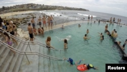 Swimmers cool off in a salt water ocean pool at Sydney's beachside suburb of Bronte, Dec. 14, 2016, to take relief from an early summer heat wave as the temperature in Sydney reached 37.1 degrees Celsius (100 Fahrenheit), according to the Australia's Bure