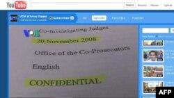 Ảnh trích từ video tường thuật của ban tiếng Khmer trên YouTube liên quan đến vụ tiết lộ tài liệu