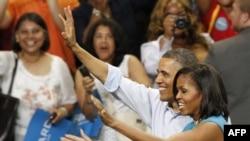 Predsednik Barak Obama sa suprugom Mišel na skupu u Virdžiniji