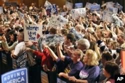 Une vue de l'assistance à Penn State University, en Pennsylvanie, où le vice-président Joe Biden prenait part à un rassemblement politique