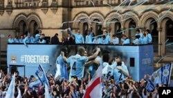 Pemain Manchester City saat parade kemenangan mereka dalam Liga Premier Inggris, Mei 2012. Klub ini menjadi tuan rumah uji coba Liga Champions Rabu.