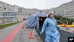 Палатка медиків у італійському місті Кремона