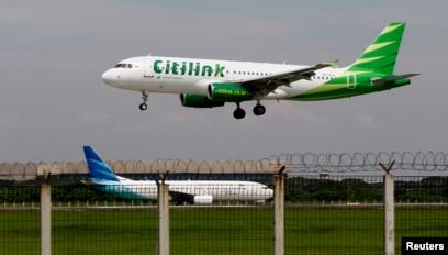 Sebuah A320 Citilink mendarat di Bandara Soetta, 14 Juni 2013